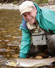Erwin Tibad bei Flyfishing Europe, Fliegenbinden, Fliegenfischen