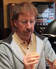 Rudy van Duijnhoven bei Flyfishing Europe, Fliegenbinden, Fliegenfischen