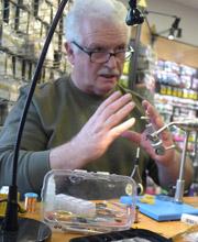 Wolfgang Wache bei Flyfishing Europe, Fliegenbinden, Fliegenfischen